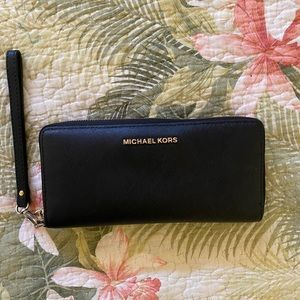 Michael Kors Continental leather wristlet wallet